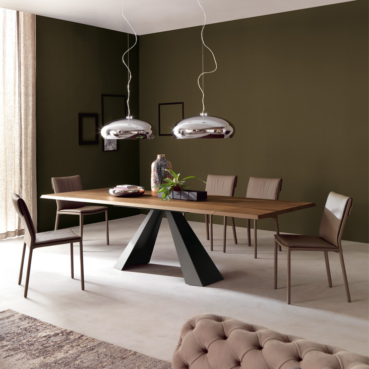 eliotdining table with calimero lighting