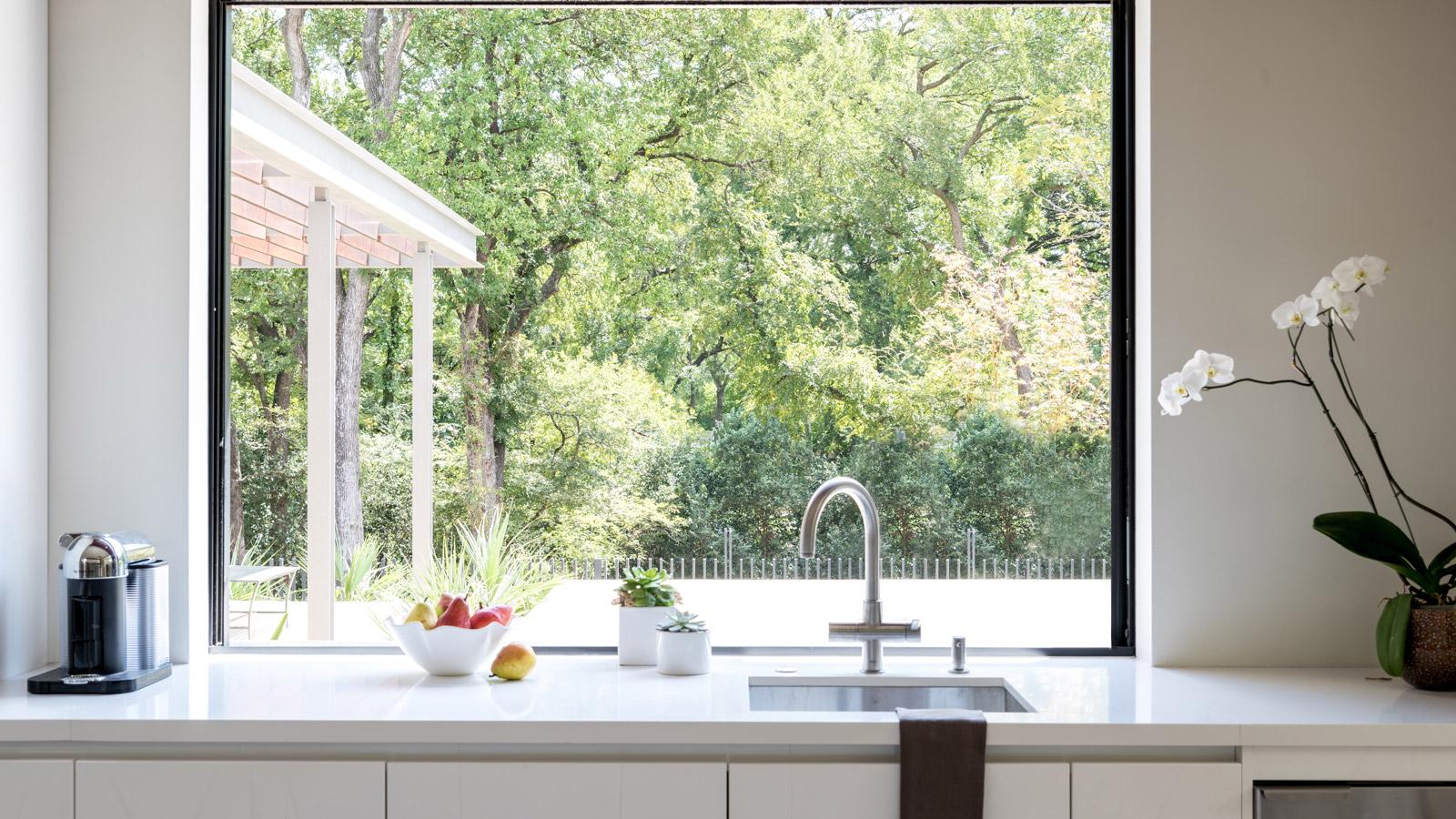 A Beautifully Simple Kitchen: Design by Elizabeth Lewis Schramme & Josh Delafuente | Photo by Michael Hunter