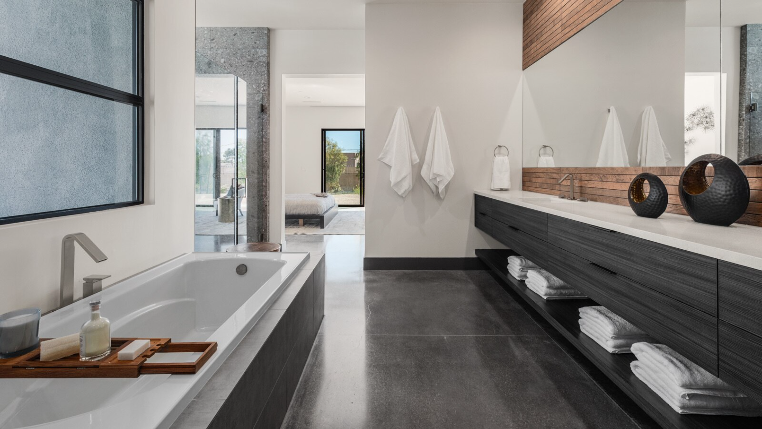 A Warm and Modern Escape in Downtown Las Vegas